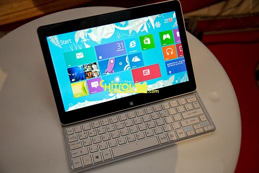 아톰으로 작동하는 윈도8 태블릿